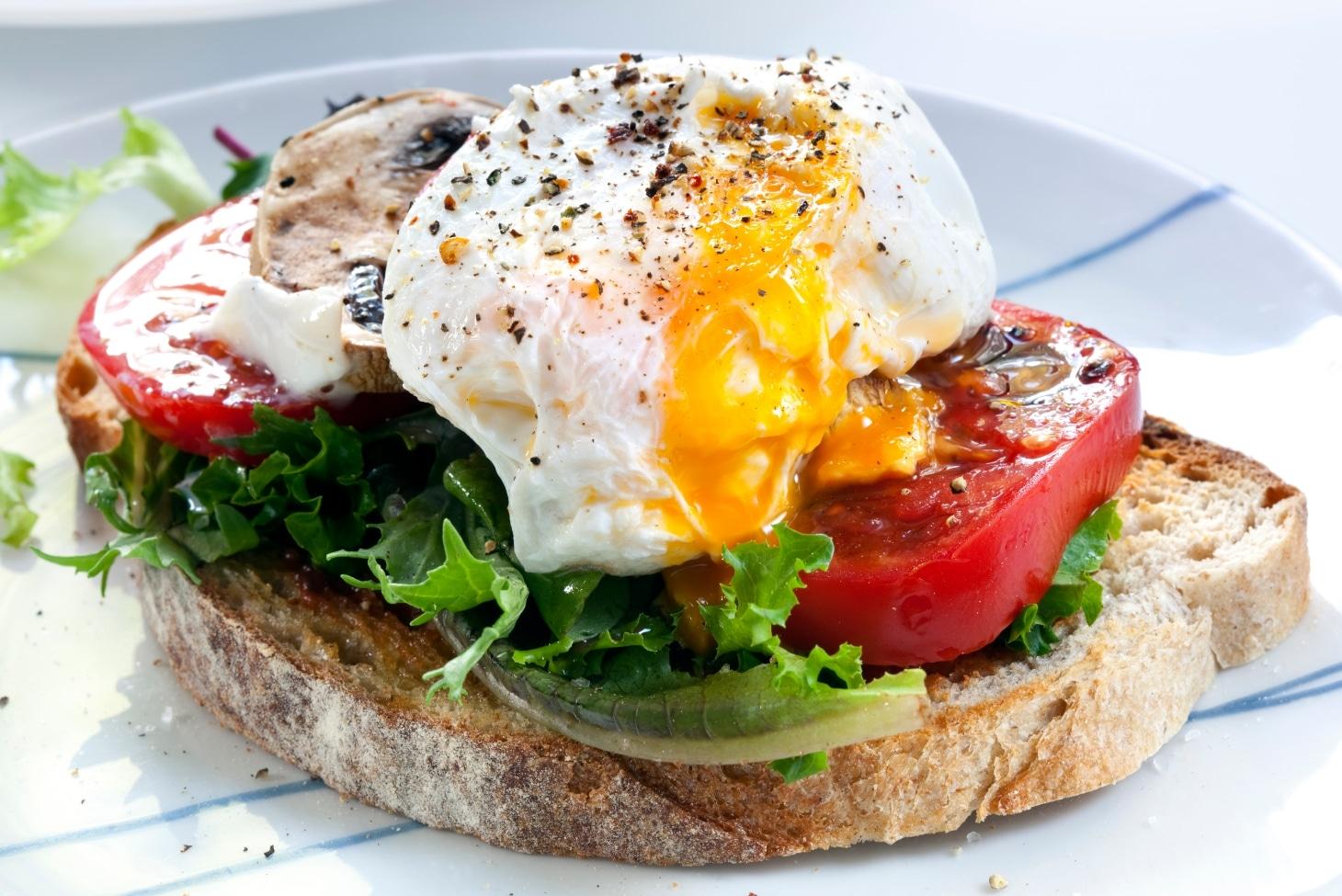 Бутерброд с тунцом и яйцом