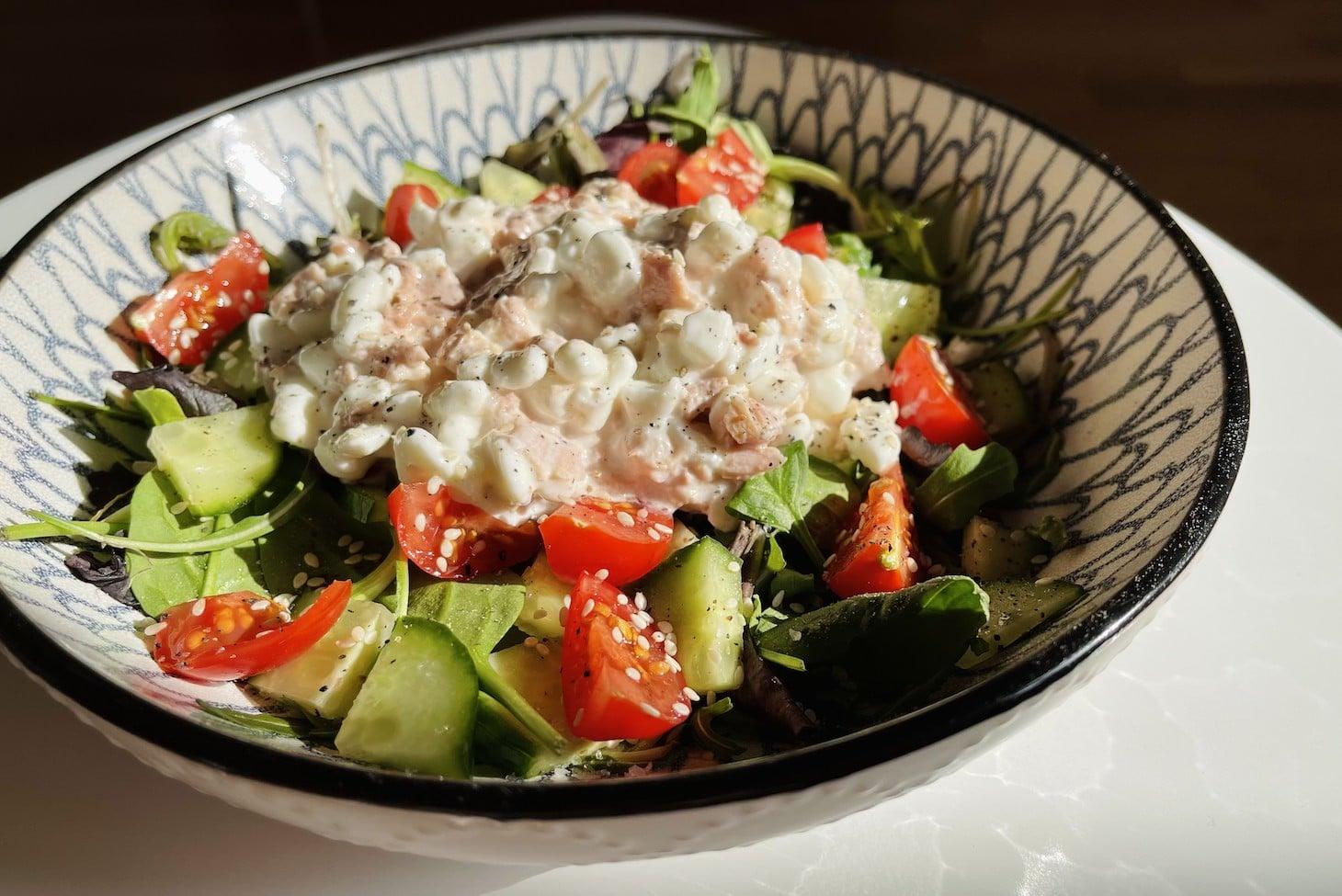 салат с творогом тунцом