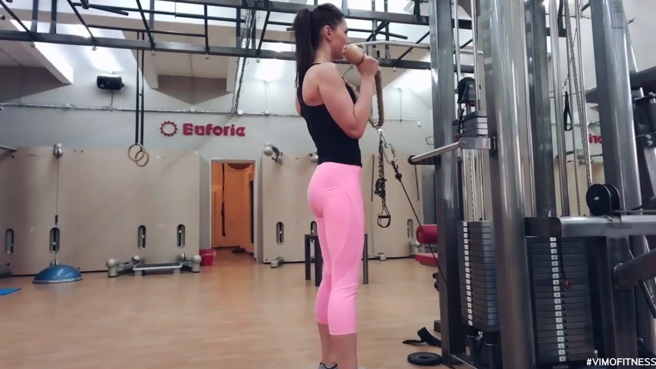 упражнение сгибание рук молот в кроссовере