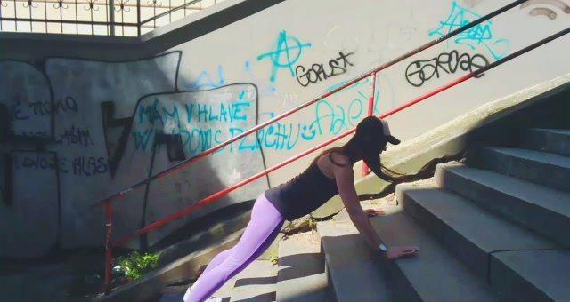 упражнение отжимания на лестнице