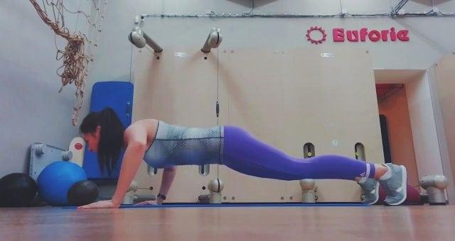 Упражнение упражнение отжимания от пола
