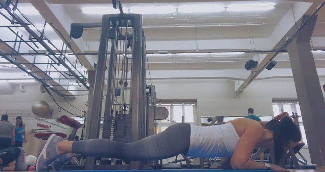 упражнение планка с наклоном вперед