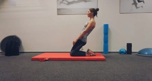 упражнение подъем корпуса вперед стоя на коленях для квадрицепса