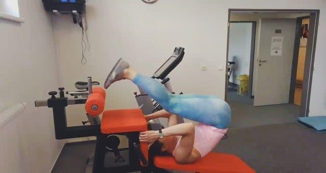 Упражнение упражнение подъем прямых ног на наклонной скамье в полной амплитуде