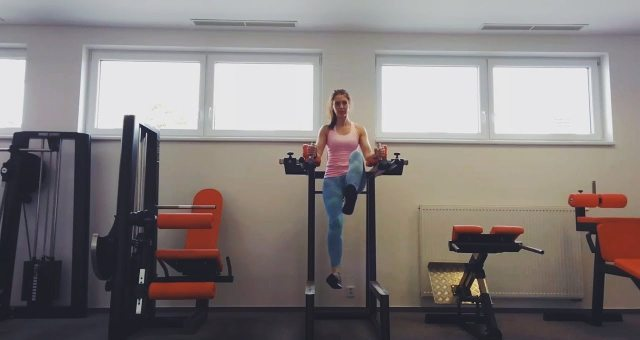 Упражнение упражнение попеременный подъем ног в упоре на локтях для пресса