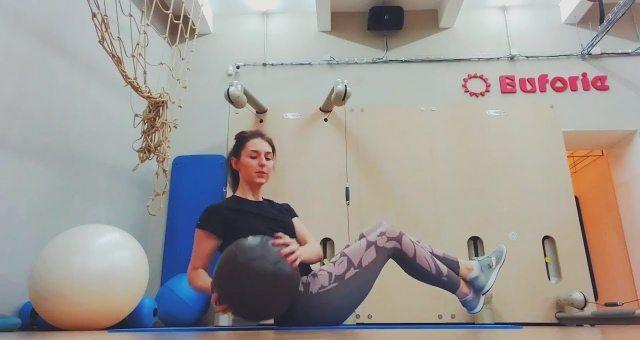 Упражнение упражнение русский твист с мячом на пресс