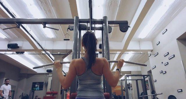 Упражнение упражнение тяга верхнего блока к груди