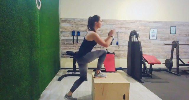 Упражнение упражнение зашагивания на тумбу (ящик) одной ногой для ягодиц