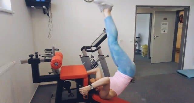 упражнение подъем ног на наклонной скамье с толчком таза вверх