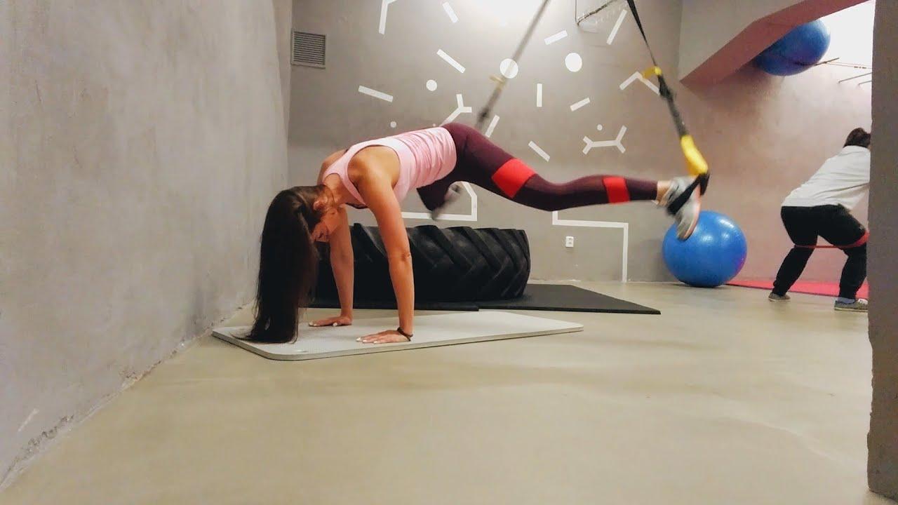 Упражнение упражнение разведение ног в петлях TRX
