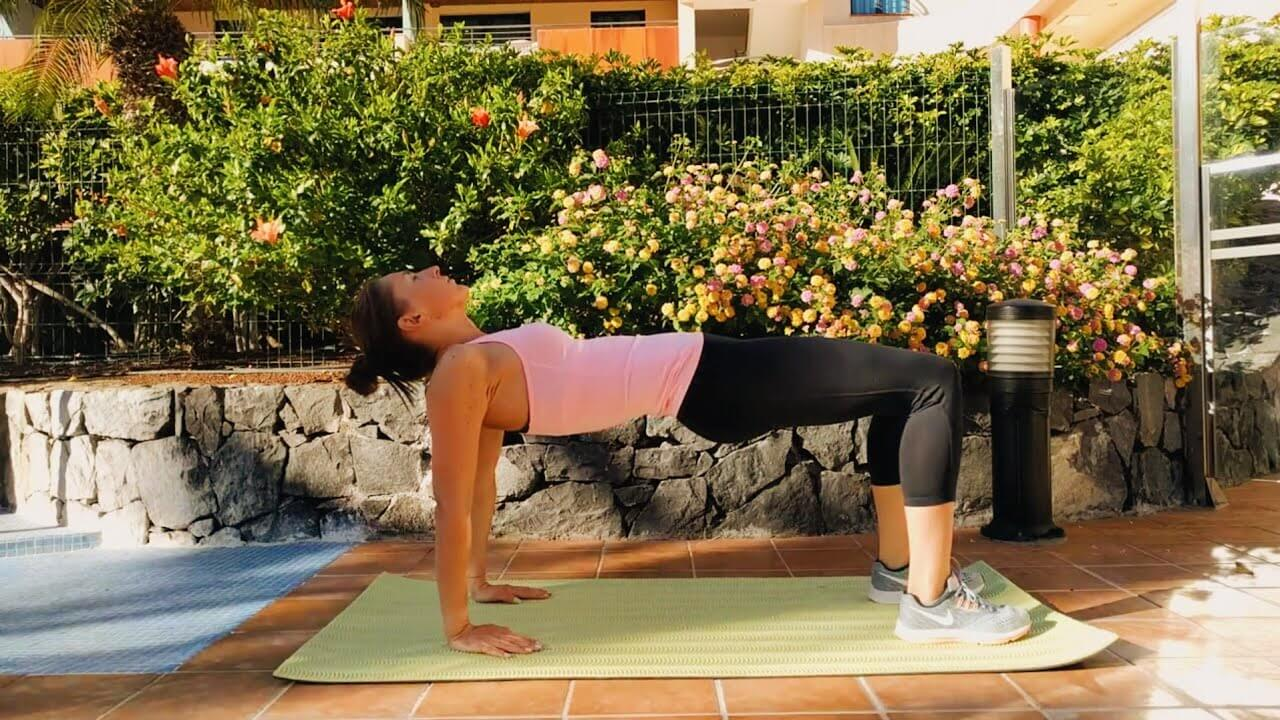 Упражнение упражнение обратная планка на согнутых ногах