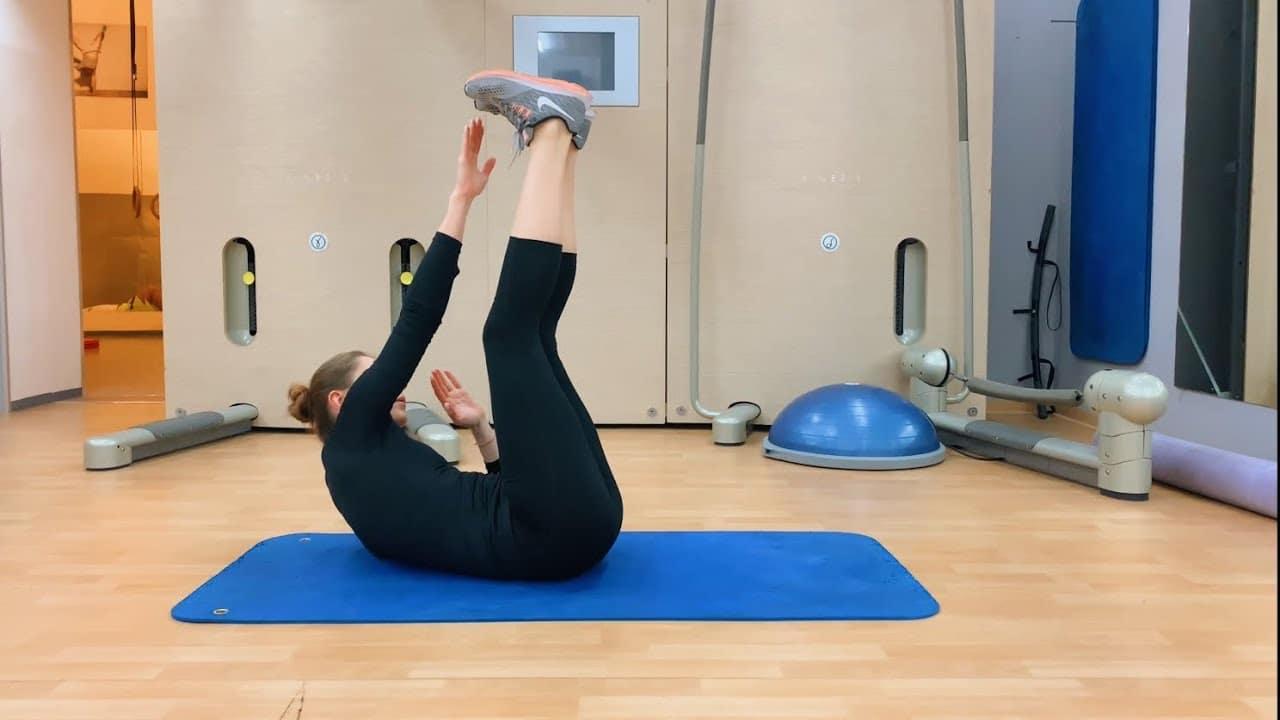 Упражнение упражнение на пресс диагональные скручивания с поднятыми ногами