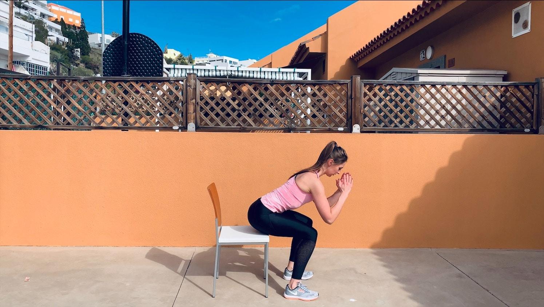 Упражнение Приседания на стул