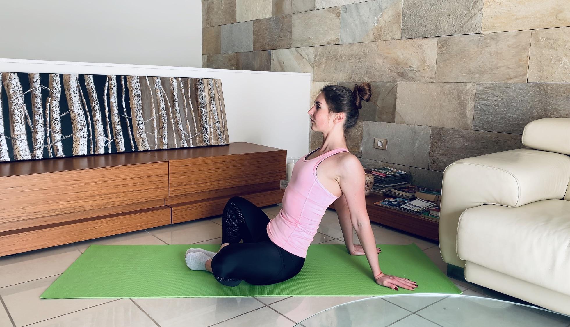 Упражнение Растяжка приводящих мышц бедра сидя