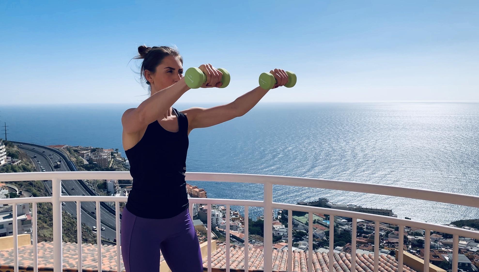 Упражнение подъем прямых рук с гантелями перед собой