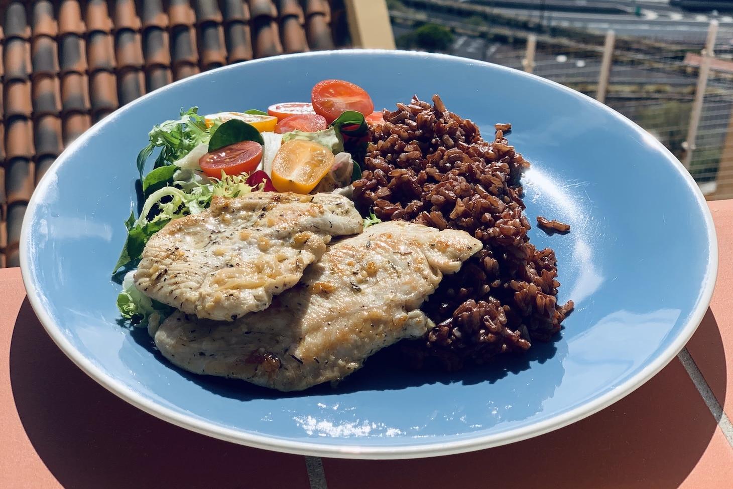 Коричневый рис с куриным филе