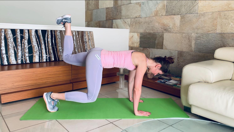 Упражнение Поочередный подъем ног из планки на согнутых ногах