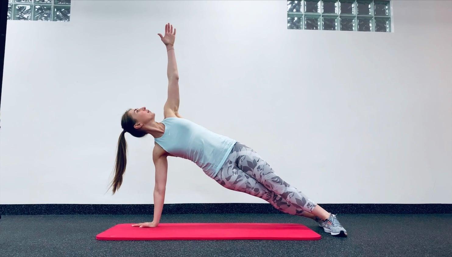 Упражнение Поворот из планки на прямых руках