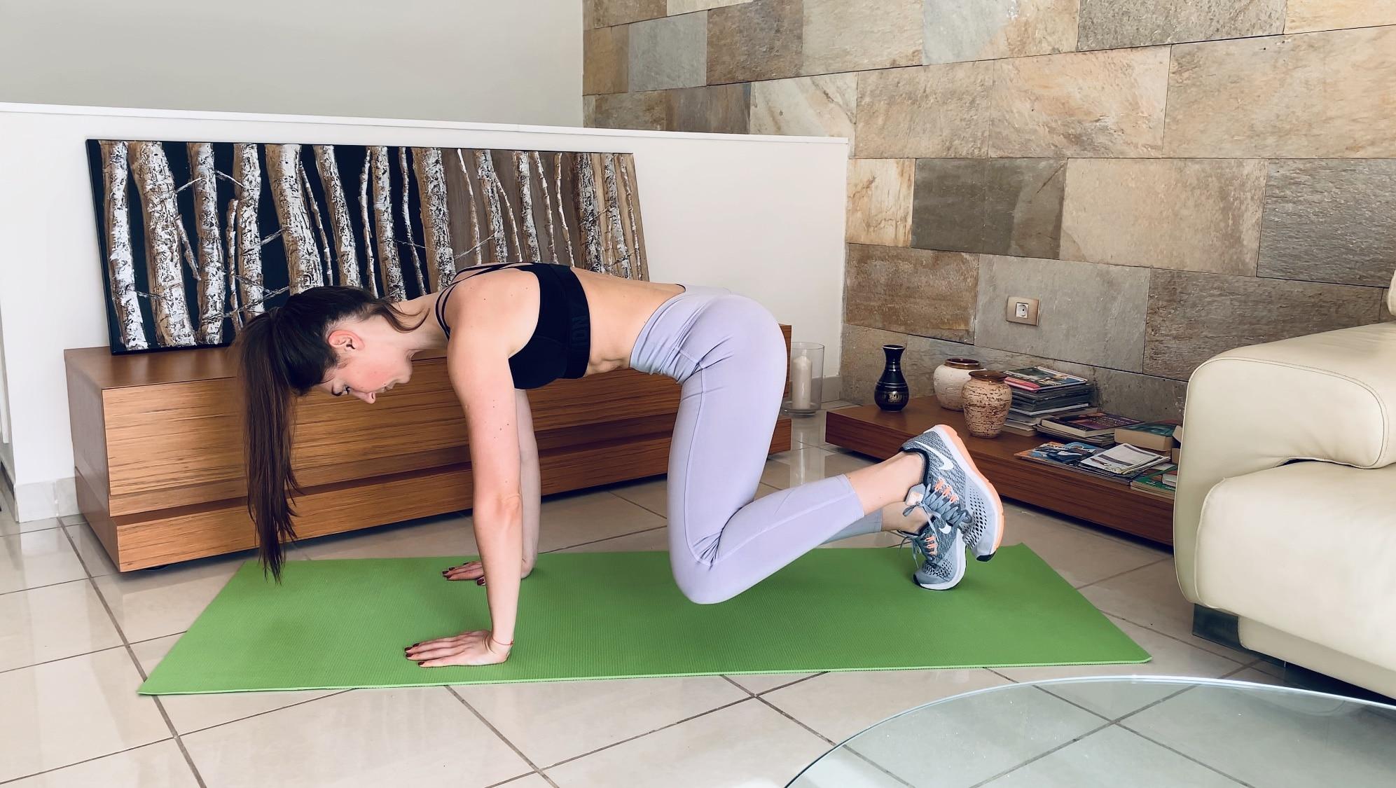 Упражнение Отведение ноги из планки на согнутых ногах