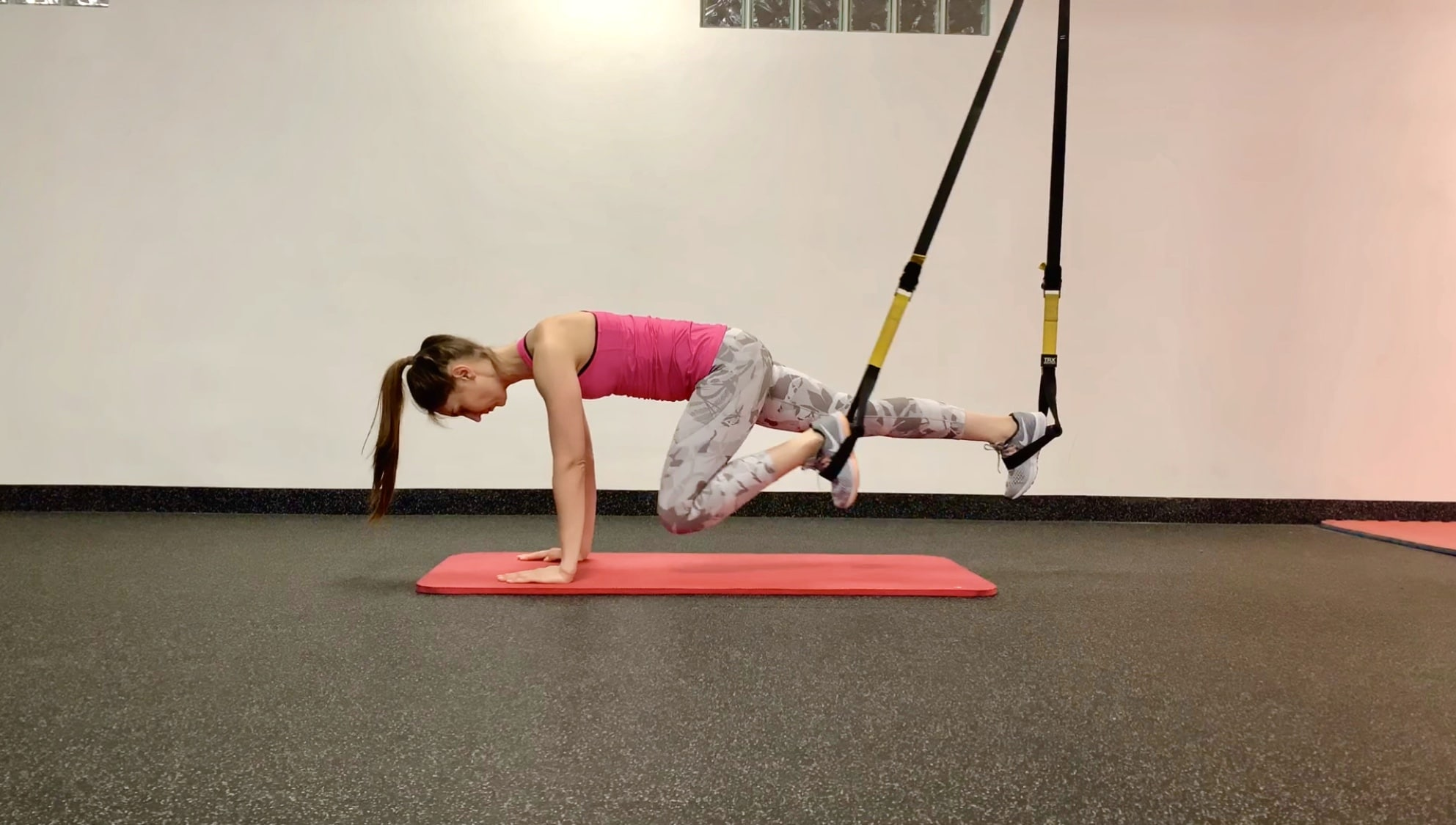 Упражнение Альпинист в петлях TRX