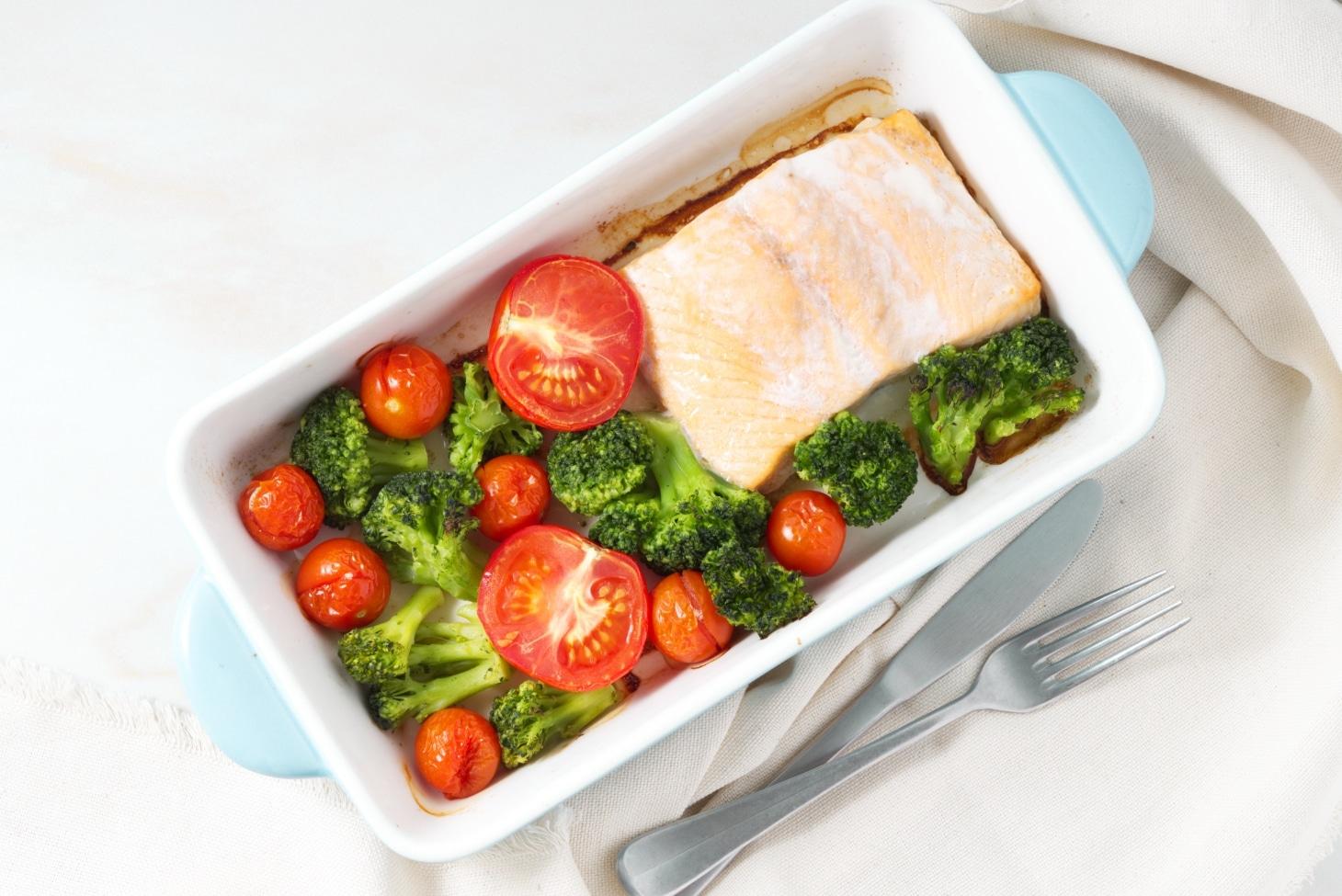 Лосось запеченный с овощами (без соли)